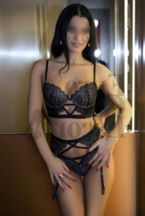 Lilliana live escort