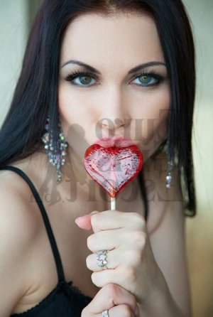 Syllia live escorts in Seneca SC