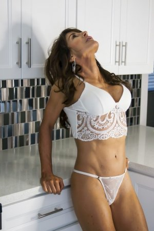 Lucylle live escorts in Evanston